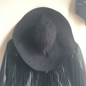 Floppy black sunhat